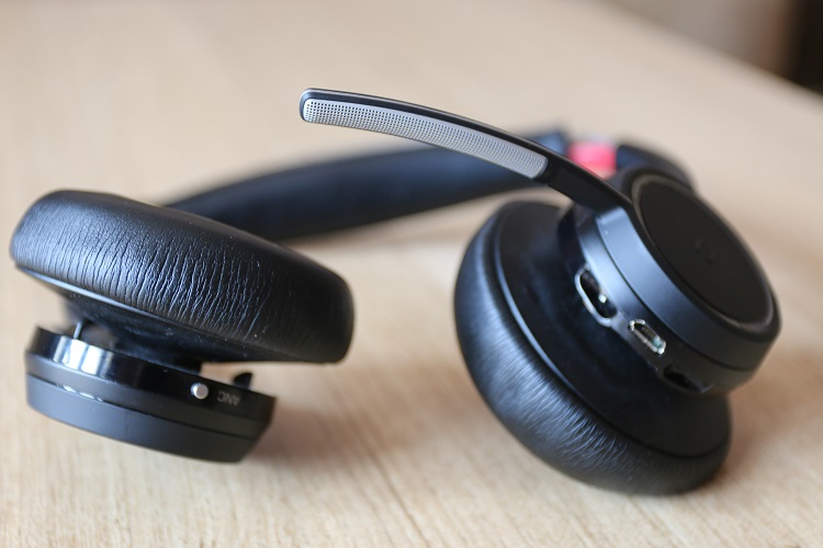 Plantronics Voyager Focus UC Stereo Bluetooth B825 Headset Review 7b5a7e90645f9